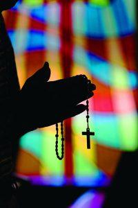 images prayer 200x300 - MAN PRAYS ROSARY AT OKLAHOMA CHURCH