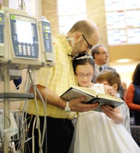 images page 16 pic communion 400x437 275x300 - Dad waiting for heart transplant gets to see daughter's first Communion in New York hospital