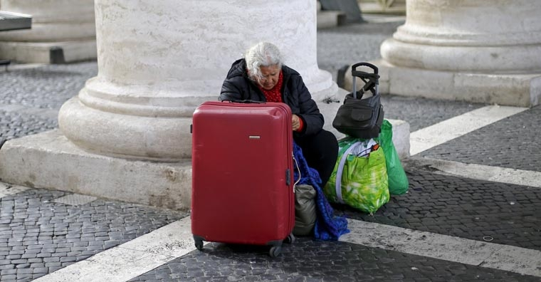 Pope joins homeless  people for private tour of Sistine Chapel