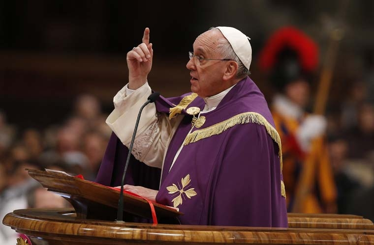 At Lenten penance service, pope  announces  Holy Year  of Mercy