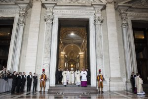 20150413cnsbr8771 1 300x200 - Pope Francis processes through main door of St. Peter's Basilica during first Vespers of Divine Mercy Sunday