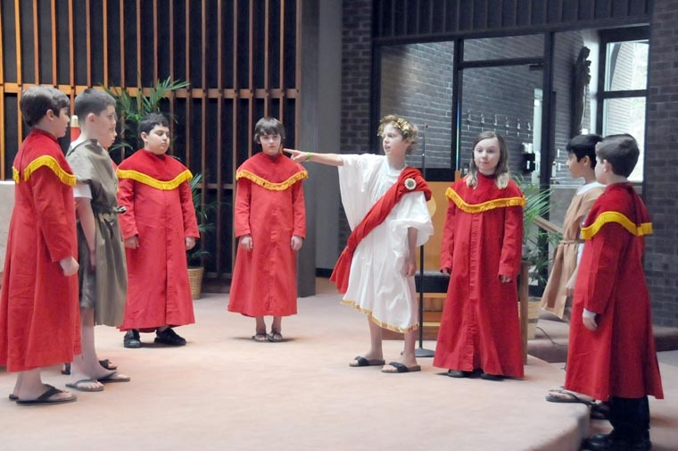 IC students perform Passion play