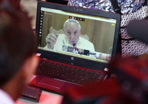 20140905cnsto0006 1 300x212 - Pope Francis video chats with Salvadoran student in first Google Hangout