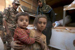 20150911cnsbr0604 1 300x200 - Syrian refugee children covered with dust arrive at Jordanian border