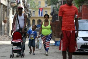 20150915cnsto0004 1 300x201 - Cuban family walks down Havana street