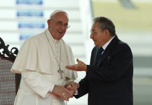 20150920cnsnw0047 1 300x207 - Pope Francis talks with Cuban President Raul Castro during an arrival ceremony at Jose Marti International Airport in Havana