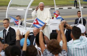 20150920cnsnw0063 1 300x193 - Pope Francis arrives to celebrate Mass in Revolution Square in Havana