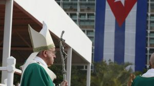 20150920cnsnw0068 1 777x437 300x169 - Cuba's flag seen as Pope Francis arrives to celebrate Mass in Revolution Square in Havana