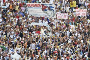 20150920cnsnw0080 1 300x199 - A crowd greets Pope Francis as he arrives to celebrate Mass in Havana's Revolution Square