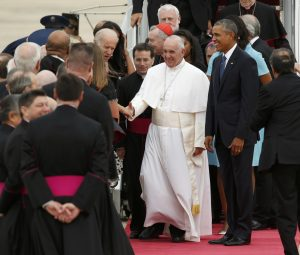 20150922cnsnw02681 1 300x255 - President Obama walks with Pope Francis as the pope greets dignitaries upon his arrival in United States