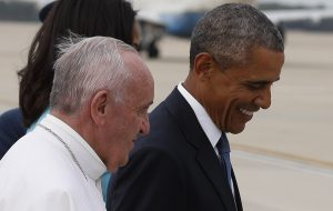 20150922cnsnw0279 1 300x190 - Pope Francis walks with U.S. President Barack Obama on airfield at Joint Base Andrews