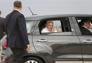 20150922cnsnw0305 1 300x205 - Pope Francis rides away in Fiat after arriving to United States at Joint Base Andrews