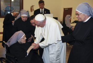 20150924cnsnw0384 1 300x204 - Pope Francis makes unannounced visit to residence of Little Sisters of the Poor in Washington