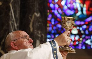 20150926cnsnw0556 1 300x192 - Pope Francis raises chalice as he celebrates Mass with representatives of Archdiocese of Philadelphia