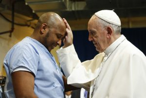 20150927cnsnw0703 2 300x202 - Pope Francis visits prisoners at Curran-Fromhold Correctional Facility in Philadelphia