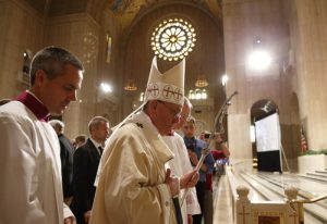 20150930cnsph053 2 300x206 - Pope Francis walk through Basilica of National Shrine of Immaculate Conception after celebrating canonization Mass of St. Junipero Serra