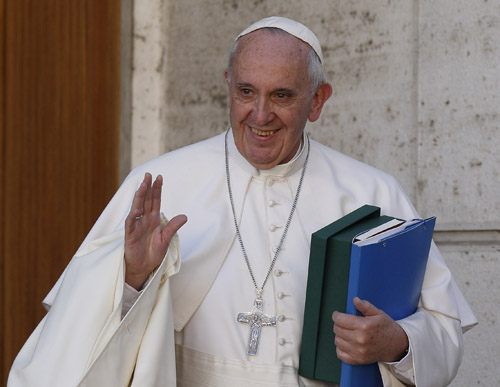 Synod report urges 'accompaniment' tailored to family situations