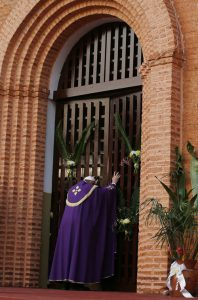 20151129T2325 56 CNS POPE BANGUI MERCY 1 198x300 -
