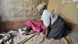 20151201T1021 705 CNS SECAM AIDS 260x146 - AIDS MALAWI CARE WORKER