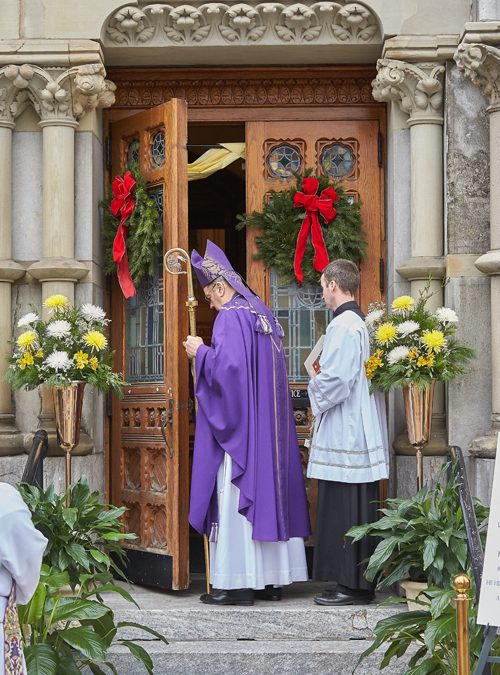 Door of Mercy opened wide at Cathedral