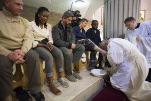 20160121T1302 1576 CNS POPE RITE FEET 300x200 - POPE WOMEN FEET WASHING