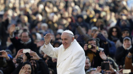 page 1 cover photo 20151230T0840 1254 CNS POPE AUDIENCE BABY JESUS 260x146 - POPE AUDIENCE BABY JESUS