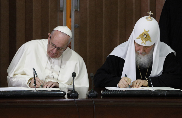 Pope expresses joy after meeting Russian Orthodox patriarch