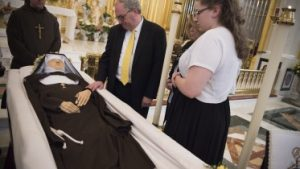 20160401T1416 2499 CNS MOTHER ANGELICA FUNERAL 373x210 300x169 - 20160401T1416-2499-CNS-MOTHER-ANGELICA-FUNERAL-373x210