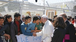 20160416T0636 19 CNS POPE LESBOS ORTHODOX CAMP 260x146 - 20160416T0636-19-CNS-POPE-LESBOS-ORTHODOX-CAMP-260x146
