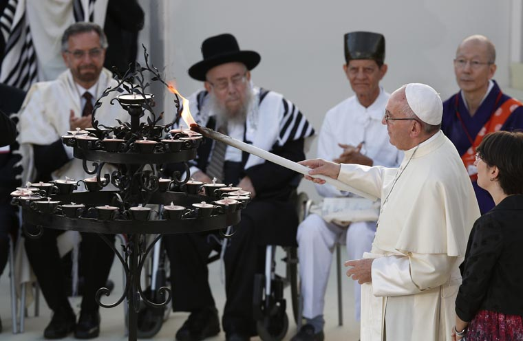 No war is holy, pope says at interreligious peace gathering