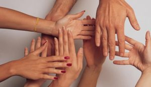hands 1517047 freeimages 760x437 300x173 - hands-1517047-freeimages-760x437