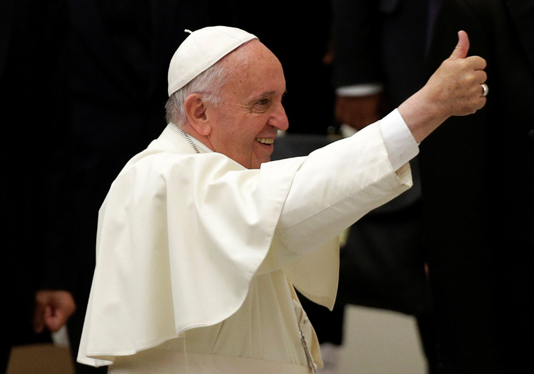 As school year ends, pope tells students: Don't fear goodbyes, unknown
