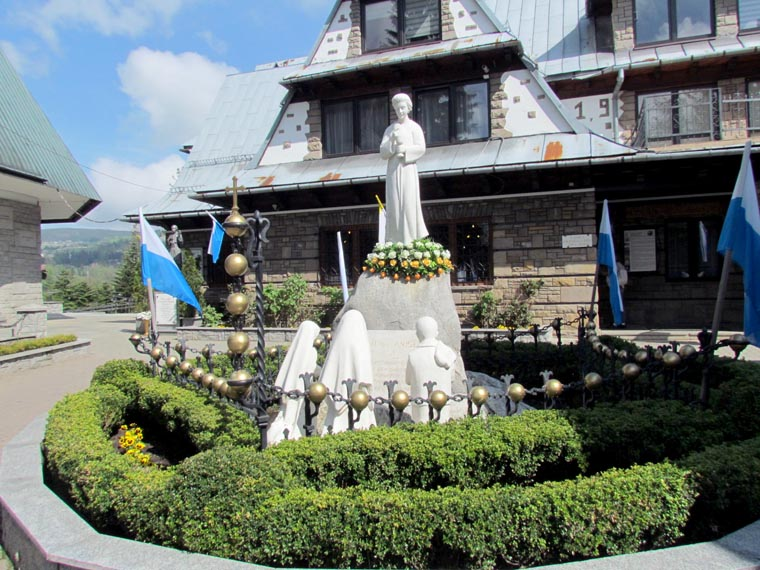 Camillus couple moved by memorials in Poland