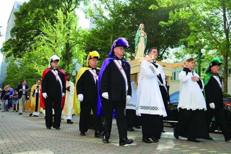 After public procession, bishop consecrates Jackson Diocese to Mary