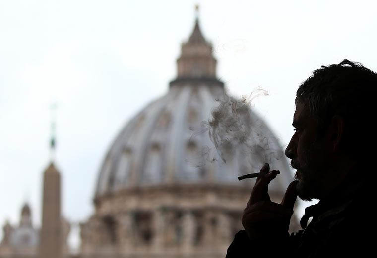 Pope bans cigarette sales at the Vatican