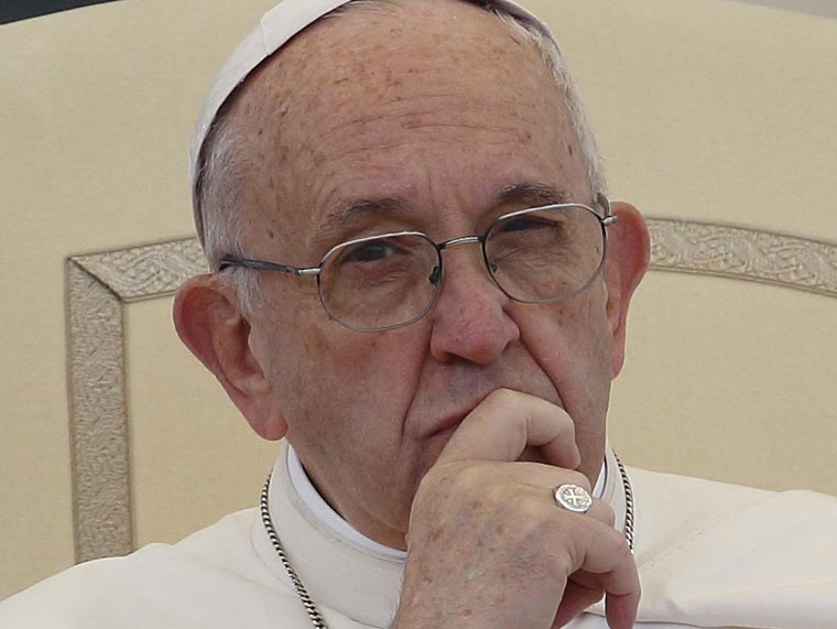 Mass is a time of silence and prayer, not idle chitchat, pope says