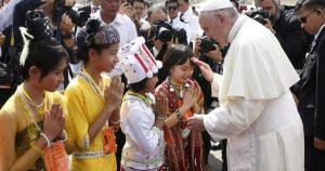 20171127T0257 63 CNS POPE MYANMAR ARRIVE 600x315 300x158 - PAPAL VISIT MYANMAR BANGLADESH