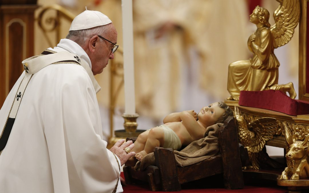 Christmas proclaims hope, charity where fear reigns, pope says