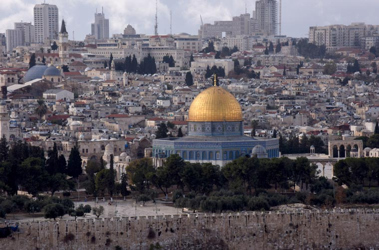 Update: True believers want peace for Jerusalem, pope tells imam
