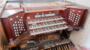 Skinner Organ Opus 669 console 1 373x210 300x169 - Skinner-Organ-Opus-669-console-1-373x210