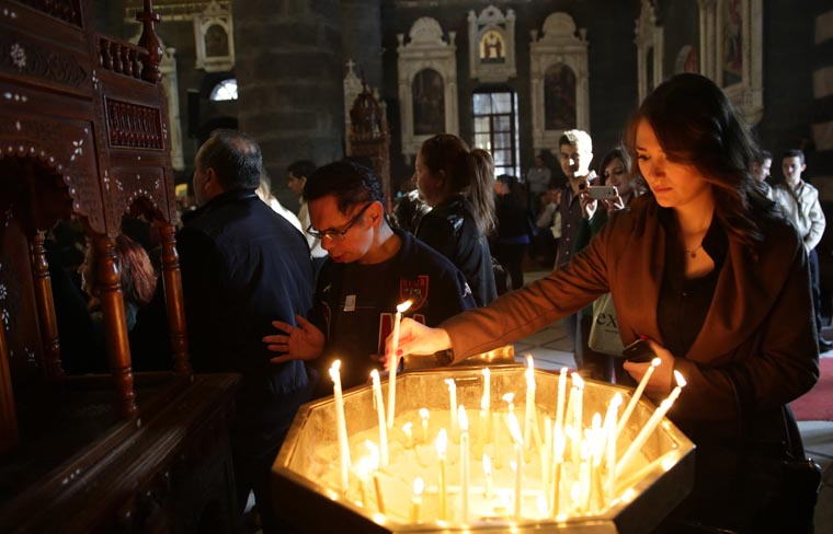 Vatican official urges support for Mideast Christians on Good Friday