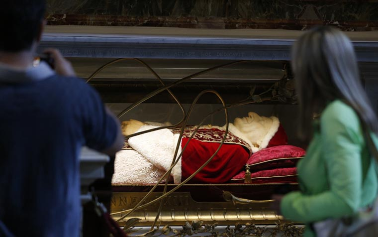 Body of St. John XXIII to make brief return to his home diocese