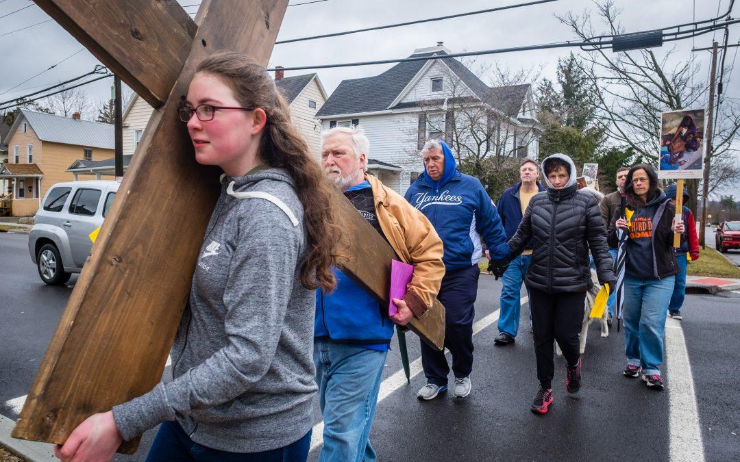 Witnesses walk on Good Friday