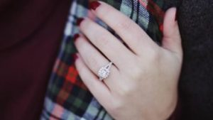 arm couple engagement ring 712468 373x210 300x169 - arm-couple-engagement-ring-712468-373x210