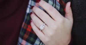 arm couple engagement ring 712468 600x315 300x158 - arm-couple-engagement-ring-712468-600x315