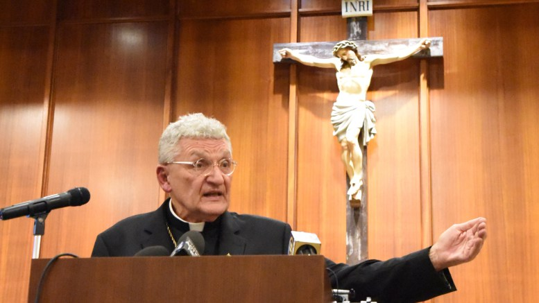 Pittsburgh bishop apologizes to abuse victims, reviews abuse response