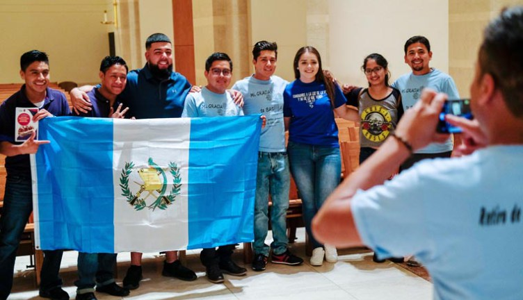 Young pilgrims welcome World Youth Day Cross, Marian icon to U.S. cities