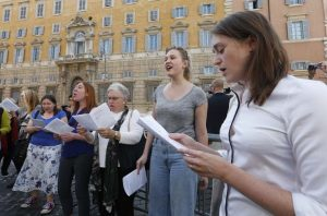 20181015T1137 21388 CNS SYNOD RELIGIOUS WOMEN 300x198 - SYNOD WOMEN PROTEST VATICAN