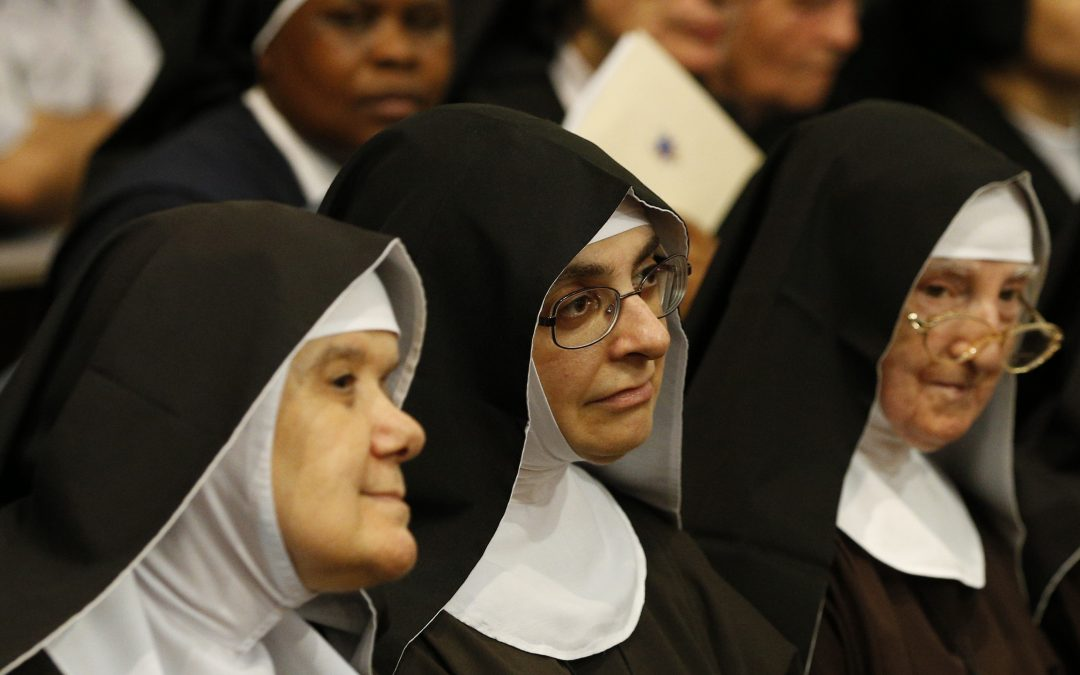 Church, world need cloistered nuns' guiding lights of prayer, pope says