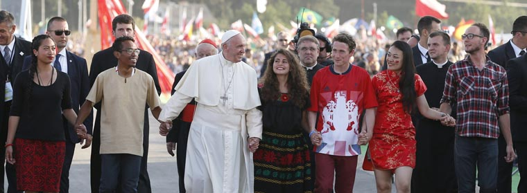 Helping others can change the world, pope tells young people